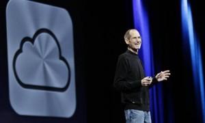 Steve-Jobs-introducing-iCloud-673