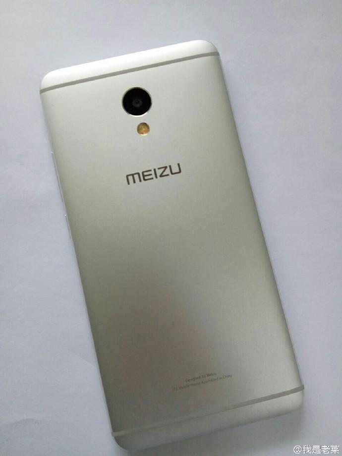 完抄 HTC M7 設計
