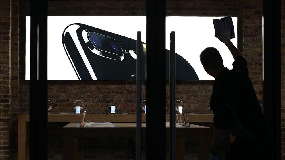 tech1-iphone7-101716-ap
